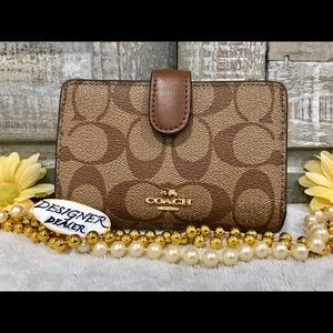 COACH Sig PVC Med CRN Zip Wallet 23553 Brown NWT